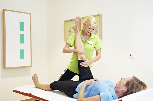 Physiotherapeutische Maßnahmen im Rahmen der Rehabilitation nach Knie OP