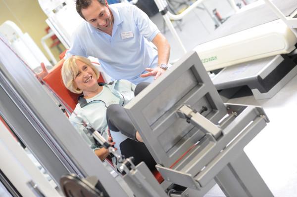 Medizinische Trainingstherapie nach implantierter Knieprothese