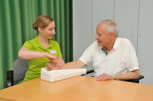 Behandlung chronischer Schmerzen in der Hand im Rahmen der multimodalen Schmerztherapie