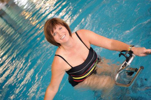 Physiotherapie im Wasser im Rahmen der Schmerzbehandlung